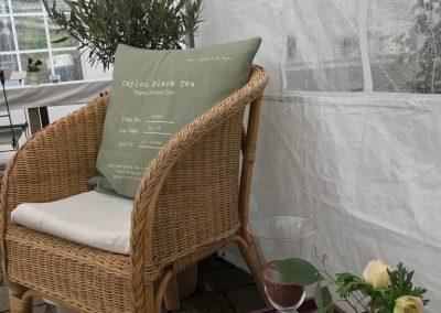 Lounge mit Pflanzen und Möbel